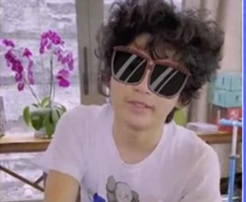14歲Lucas燙爆炸頭,耍酷性格極像謝霆鋒,張柏芝巧妙與兒子相處