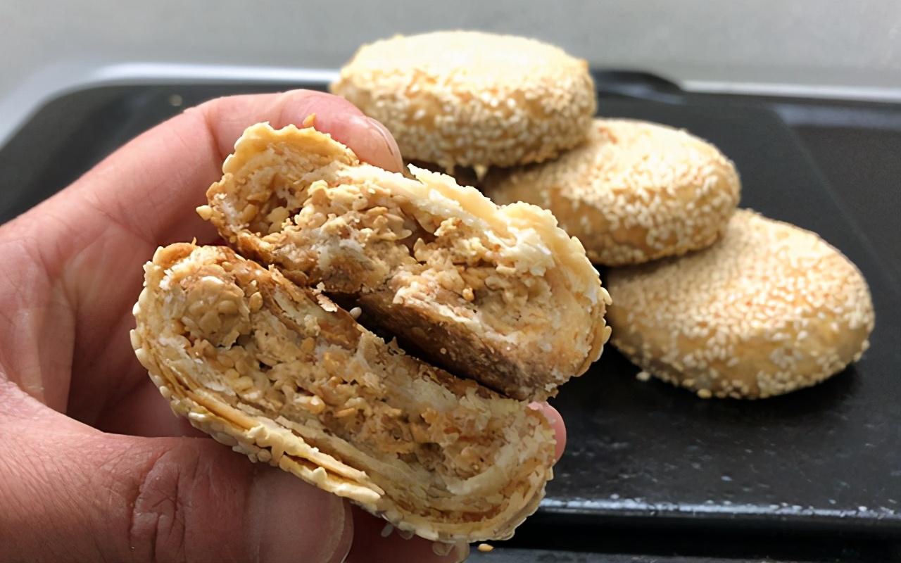 傳統小吃香酥芝麻餅,香味濃郁,酥脆多層,咬一口直掉渣