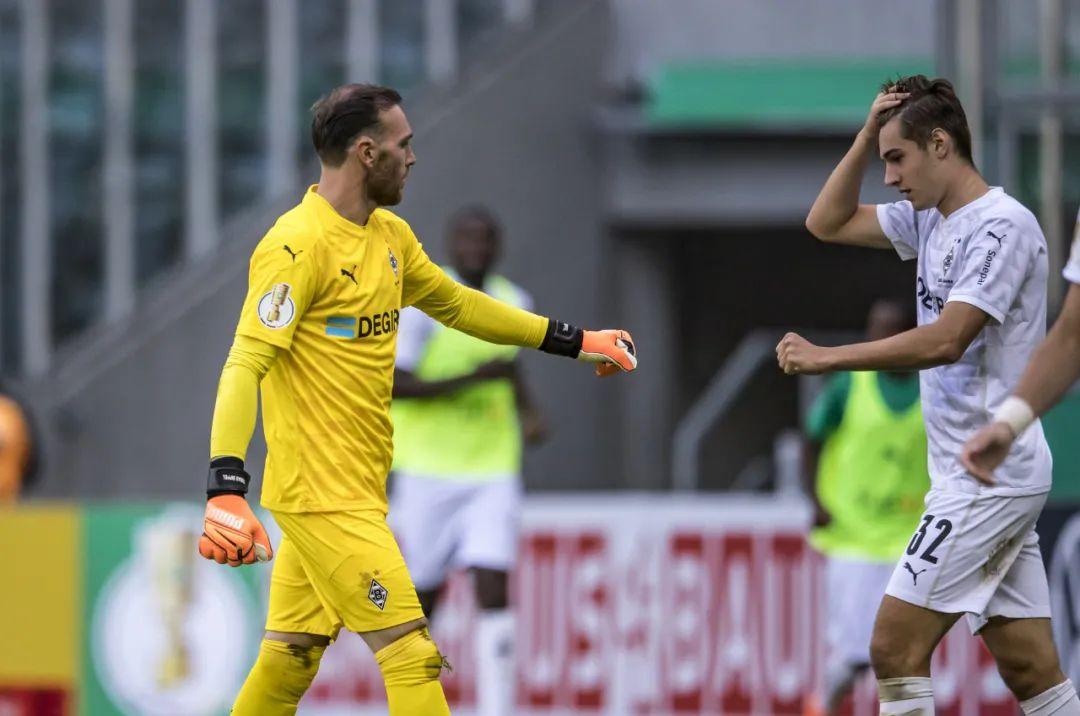 踢疯了!一场8-0让欧冠球队晋级下一轮,德国新晋国脚独造4球