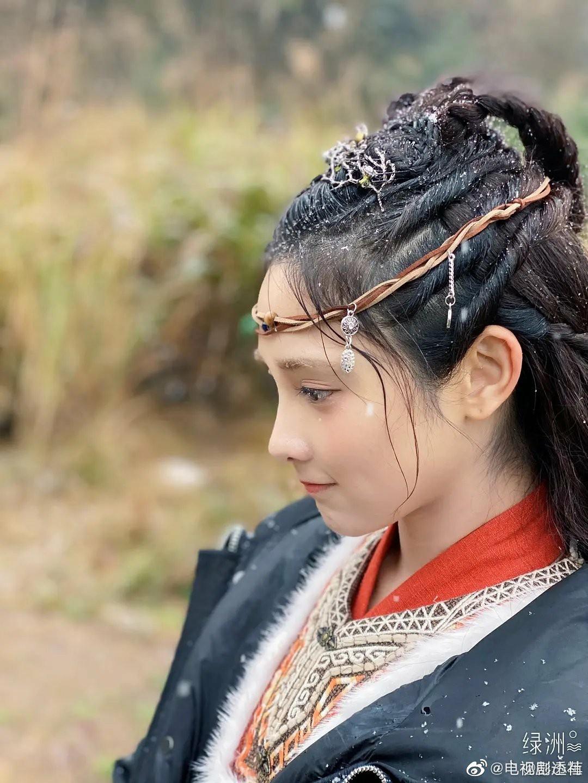 彭小苒九州朱颜记最新路透白衣飘飘 网友:她也太适合古装了吧