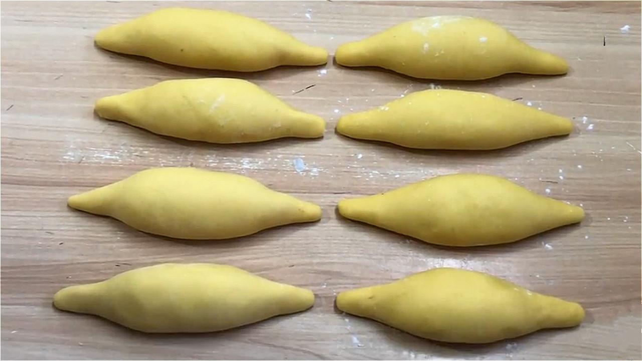 玉米面加鸡蛋这样做火了,不蒸不烤,出锅酥香柔软 美食做法 第10张