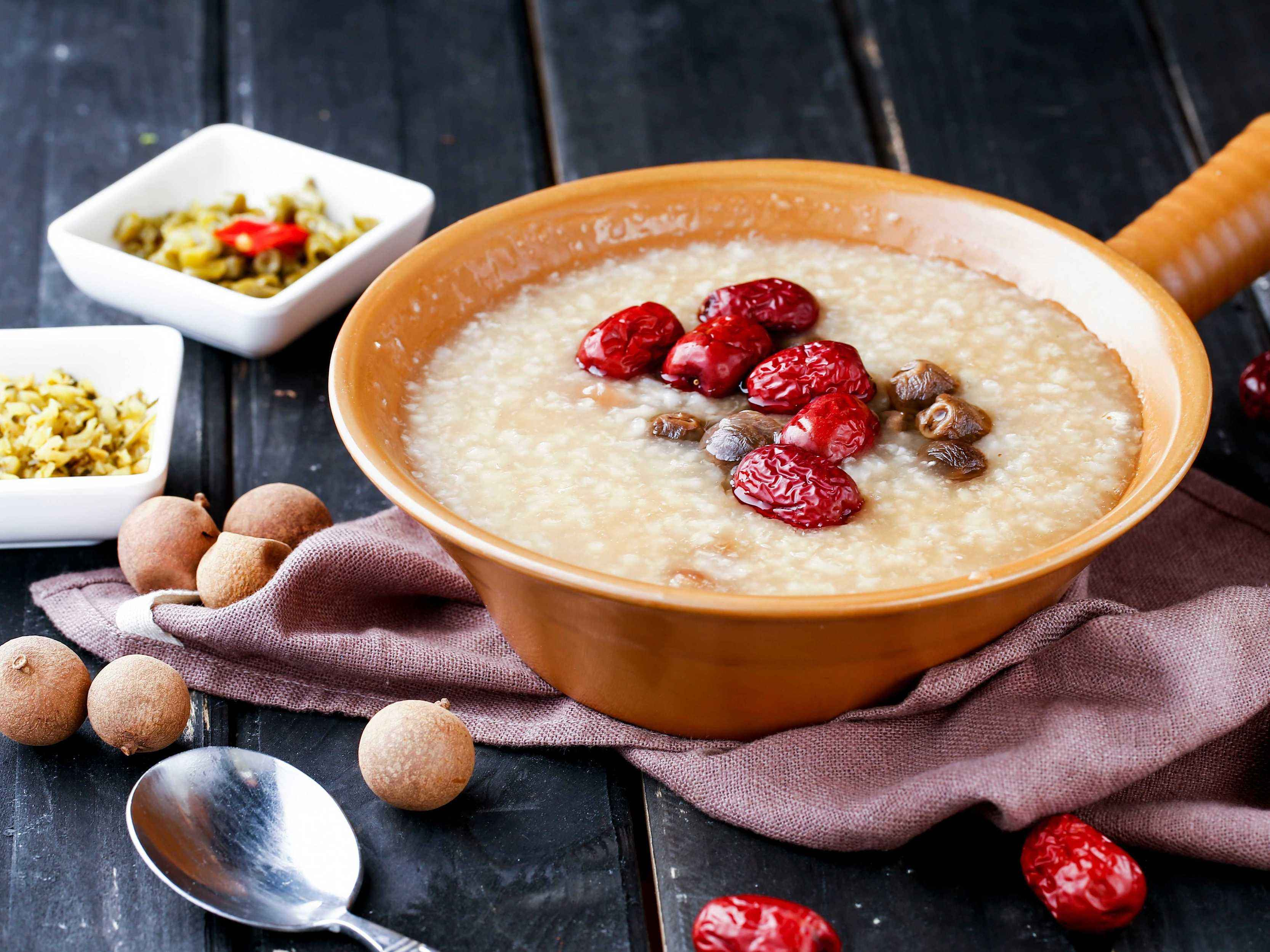早餐喝粥对身体好吗?怎样搭配更健康呢?这3个常识不妨了解一下