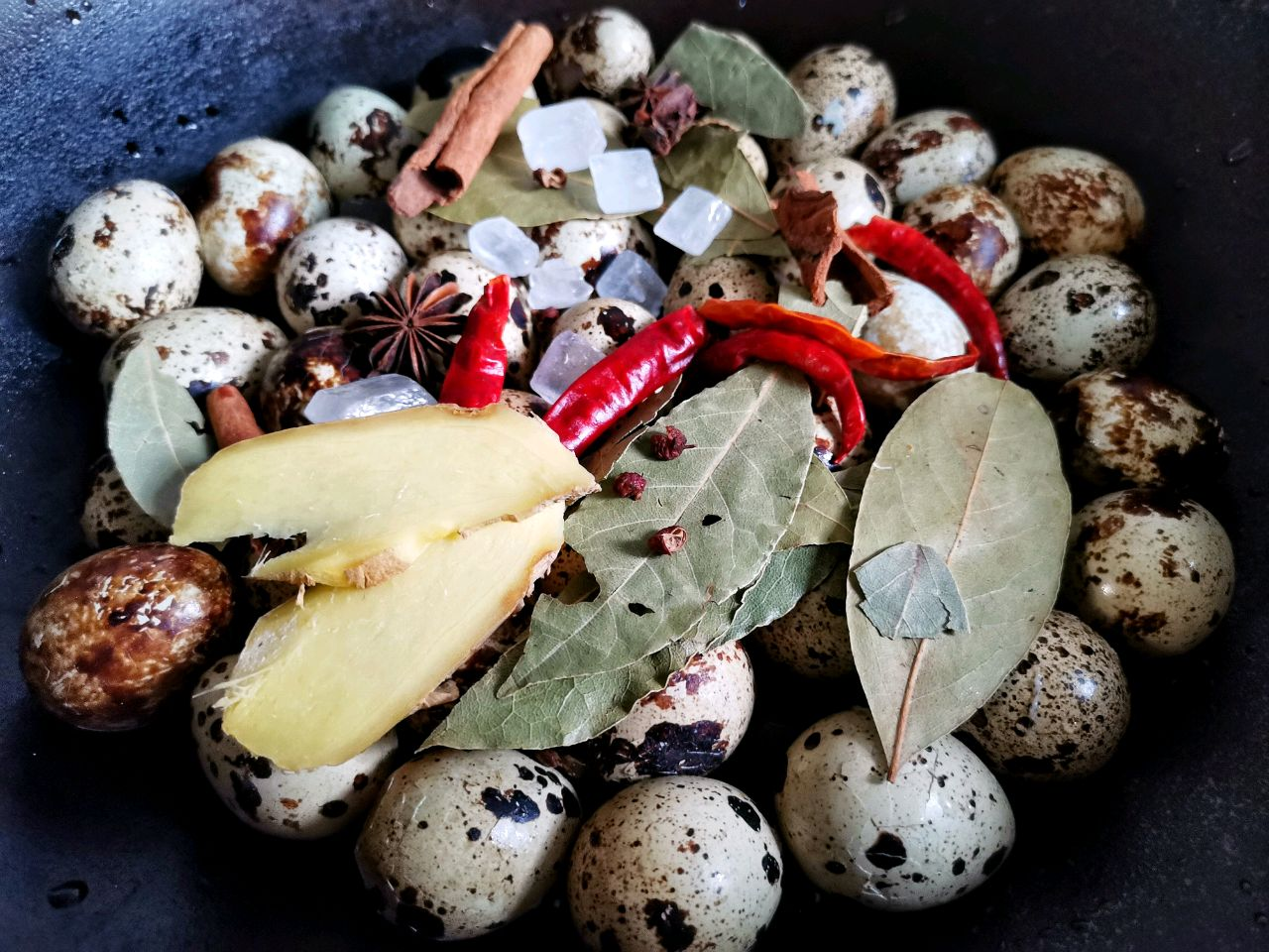 家常五香卤鹌鹑蛋,做法简单,Q弹好吃,一口一个停不下来
