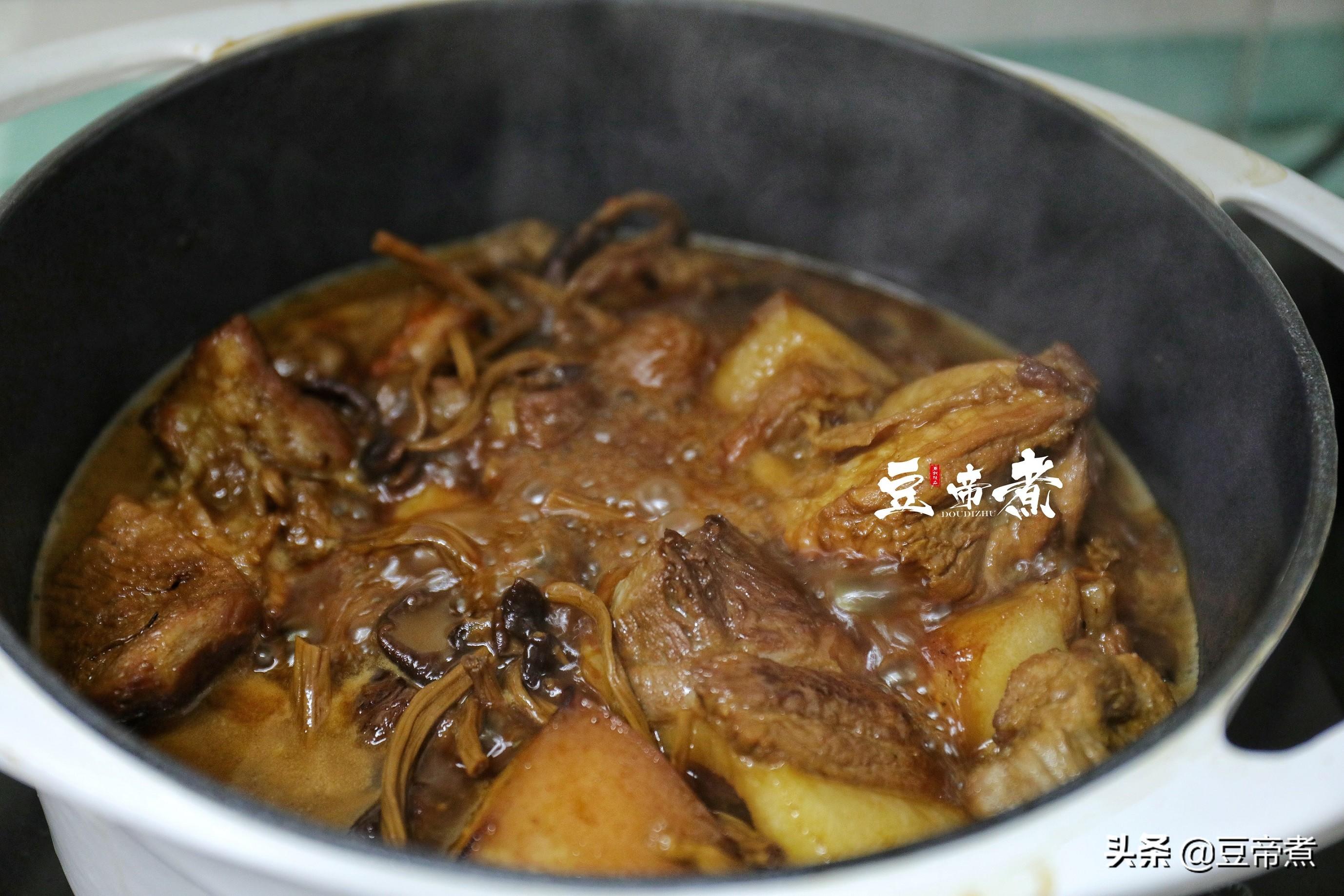 豬肉和它真相配,燜一燜味香肉醇好下飯,燜煮一鍋一頓就吃光光