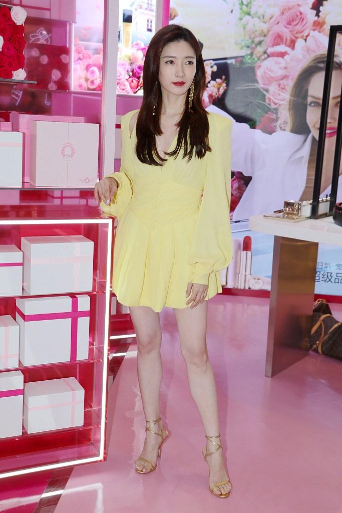 江疏影生图胜过精修,穿黄色礼服美若天仙,用实力美貌打破争议