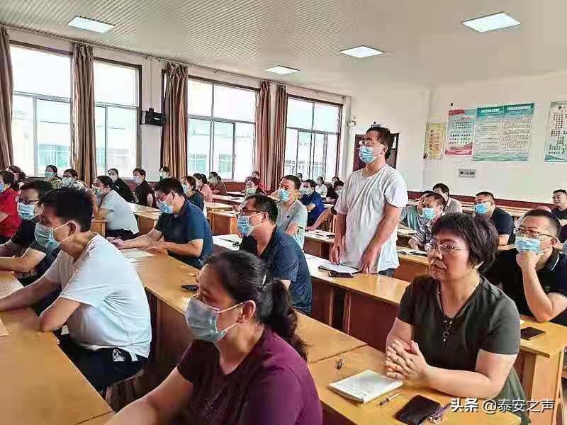 泰安第十六中学举行教师专业成长专家报告会
