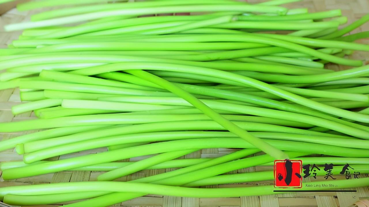 腌蒜苔的正宗做法,20几年的老配方,腌好就能吃,做一次吃半年 美食做法 第3张