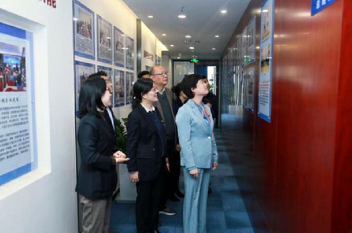 陕西省商务厅厅长赵静率队赴中国出口信用保险公司陕西省分公司调研