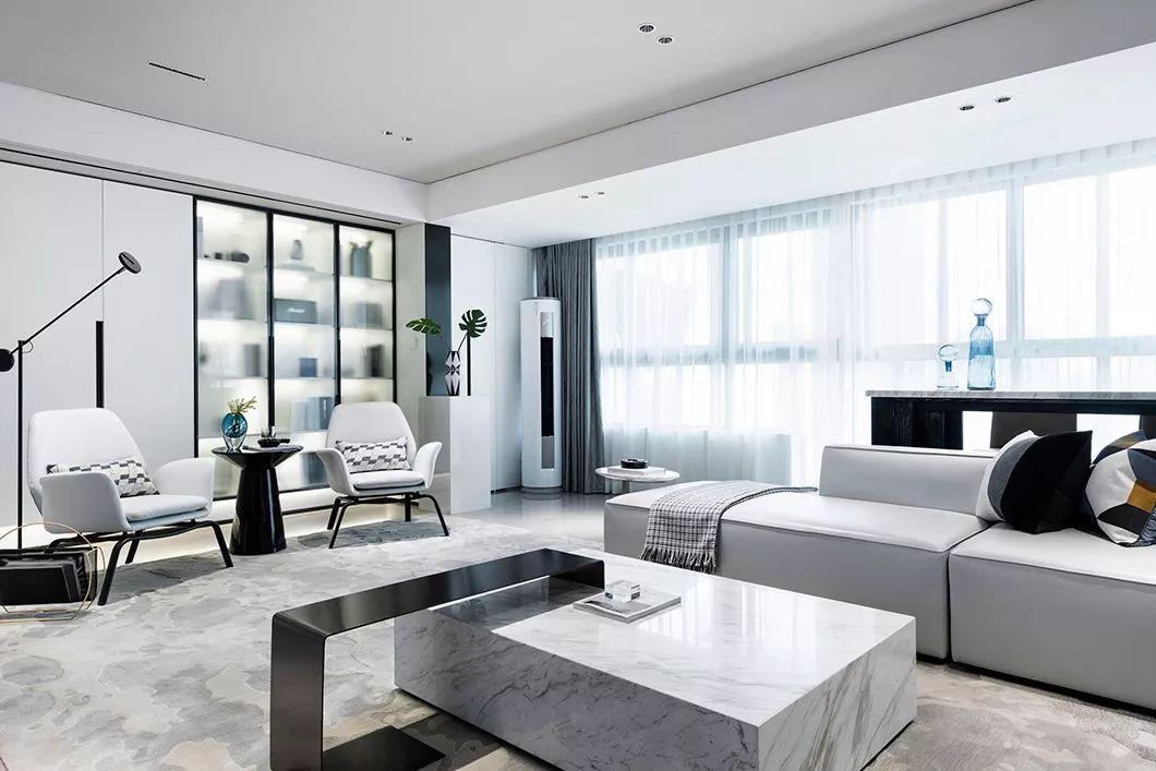 高级灰+静谧蓝,打造全新的视觉体验,整个家都是优雅的高贵感