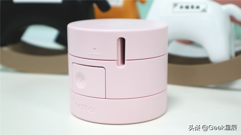 兄弟PT-PR10BT糖果趣印·标签打印机外包装采用圆柱形造型很新颖