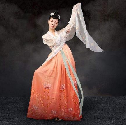 齐胸襦裙真的被汉服除名了?它到底是不是汉服?
