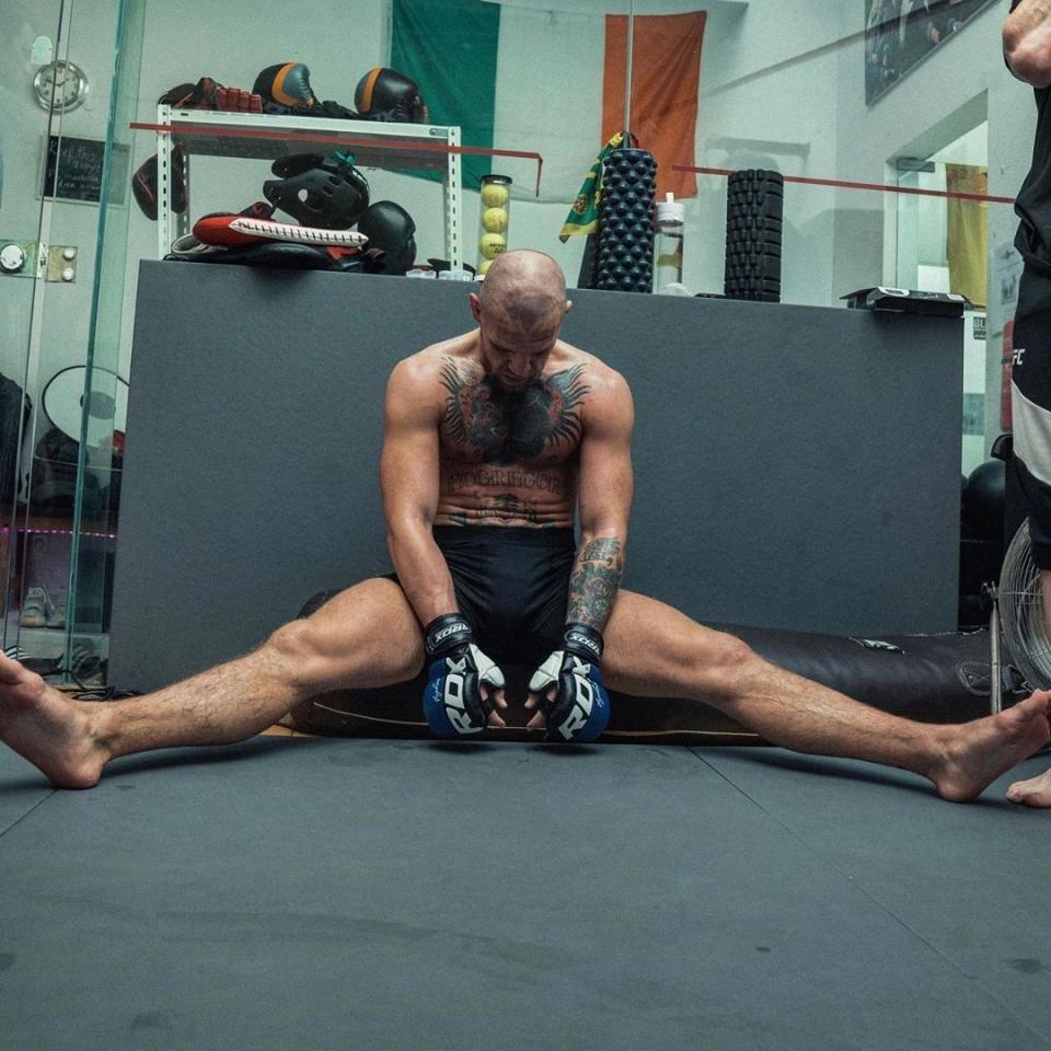 UFC嘴炮盛赞中医疗法,拔罐助其重返巅峰状态,剑指世界金腰带