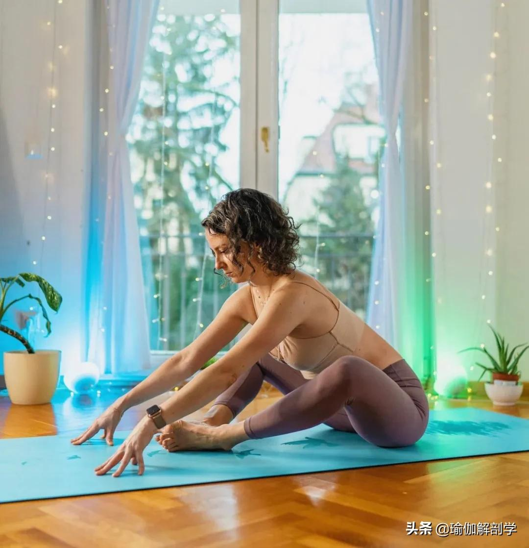 女性想要容颜好,这8个美颜瑜伽动作不能少
