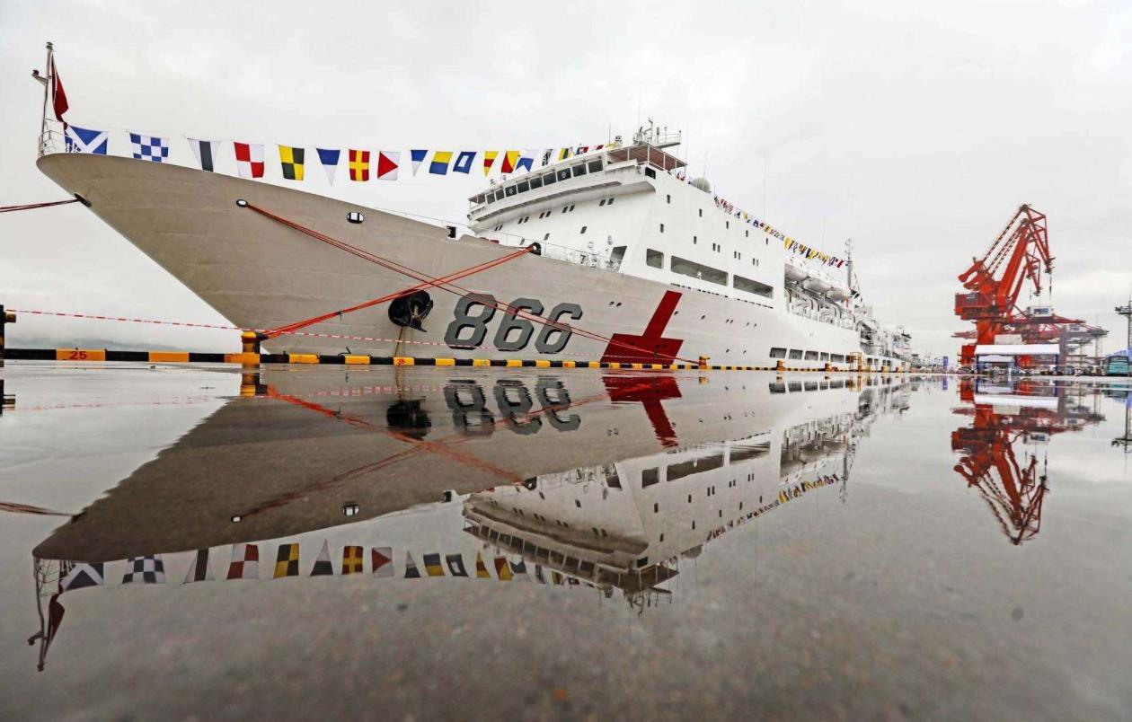 致最可爱的人!国产最新型医疗舰进驻南沙,力保边防战士健康无忧