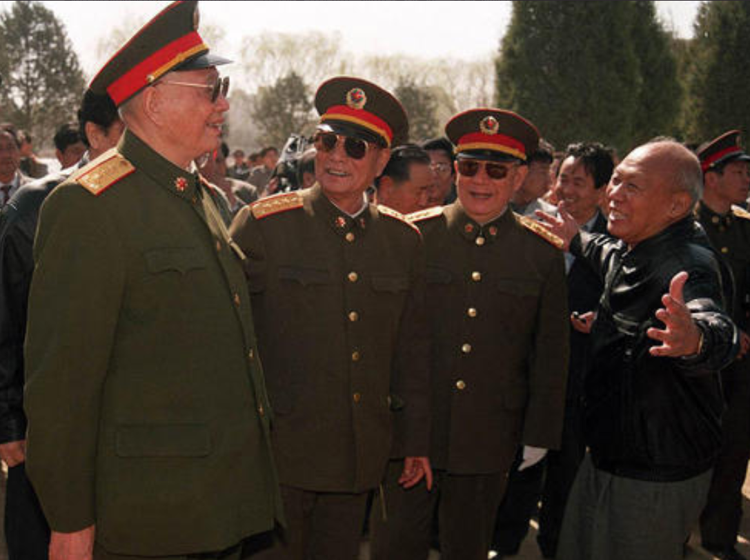 中国上将到美国西点军校演讲,短短几句话后,台下就响起热烈掌声
