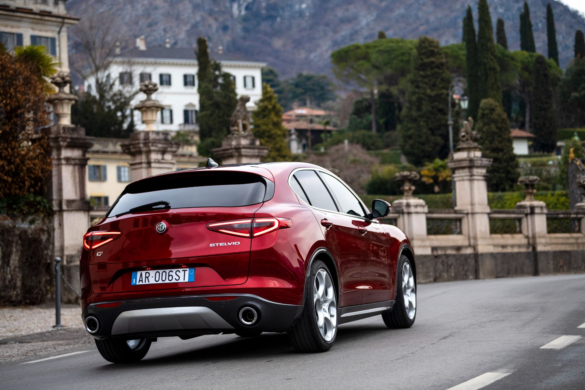 红色车身特殊标识,阿尔法·罗密欧推出Giulia和Stelvio限量版车型
