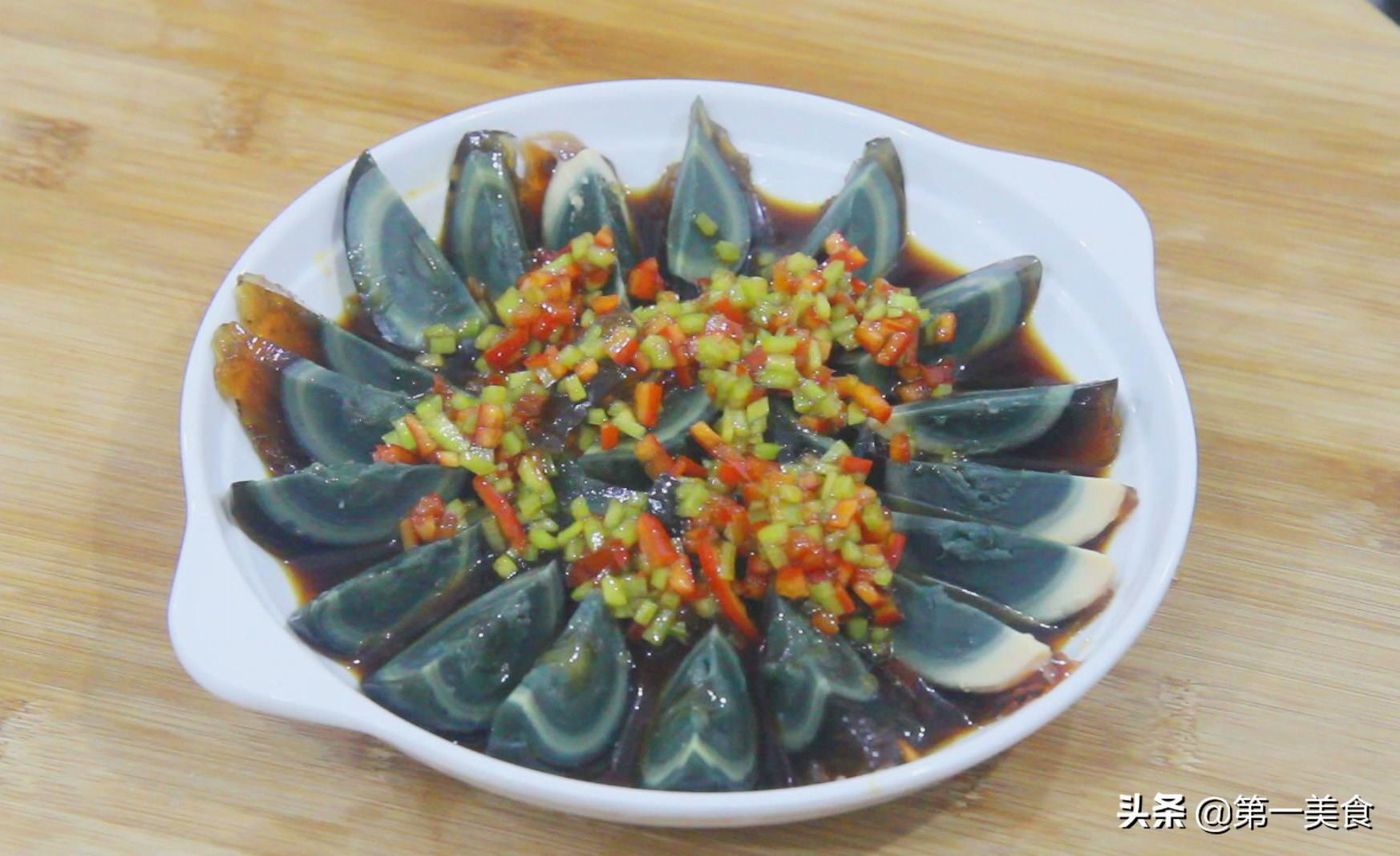 双椒皮蛋这样做,超级好吃,夏天清爽开胃,做法简单 美食做法 第5张