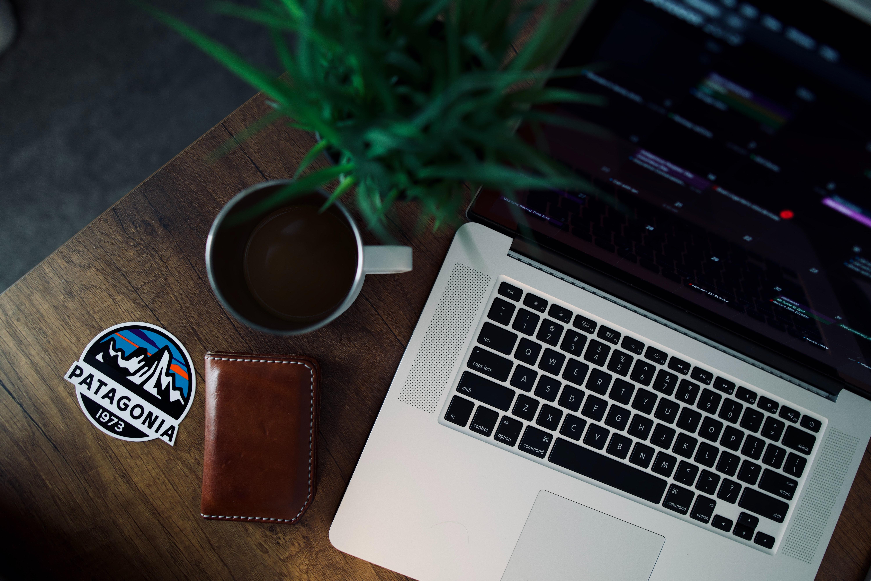 以电脑为主角的信息技术产业,是如今社会发展最迅速的支柱产业