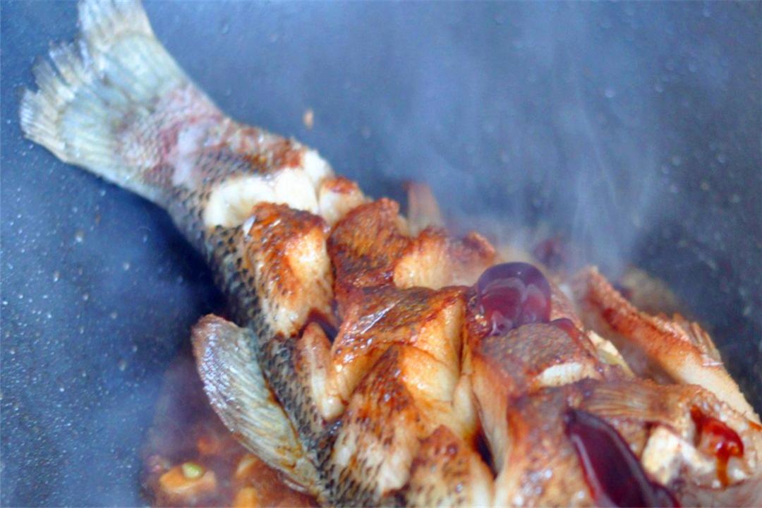 秋意将浓,立秋后值得关注的一道鱼,煎完再红烧好看又好吃