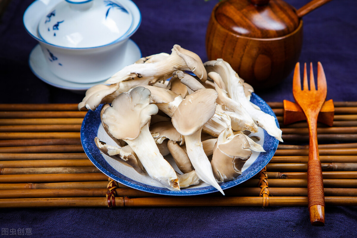 饭店里的炸蘑菇为啥那么好吃?调制脆皮糊很关键,大厨教你这样做 美食做法 第5张