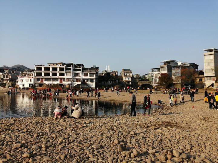 漓江河滩上的芦苇,始建于明朝的万寿桥,都是大圩古镇的打卡地