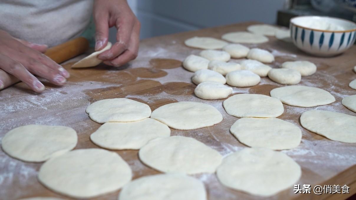 教你水煎包做法,色泽金黄,口感松软,从包到煎全过程
