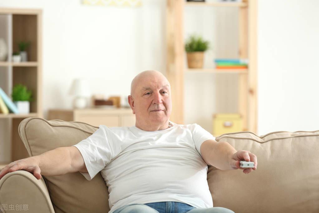 每天久坐6小时以上,时间久了,身体会出现哪些不好的变化?