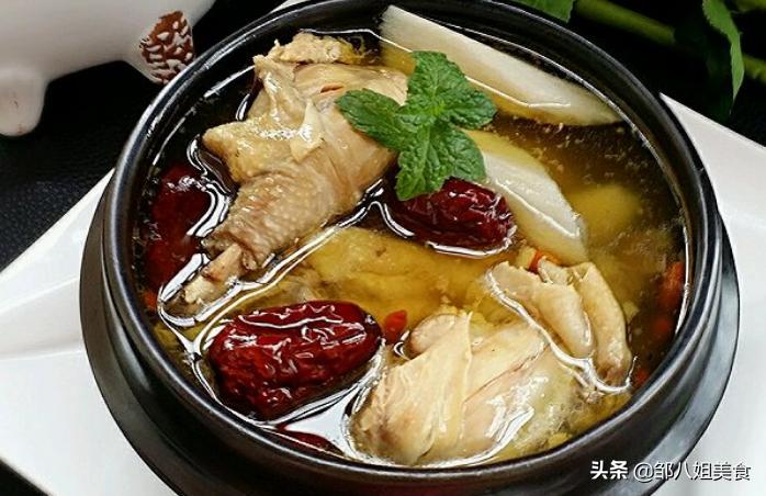 在家炖鸡汤,调料别乱放,教您详细做法,汤汁鲜香可口,总喝不够