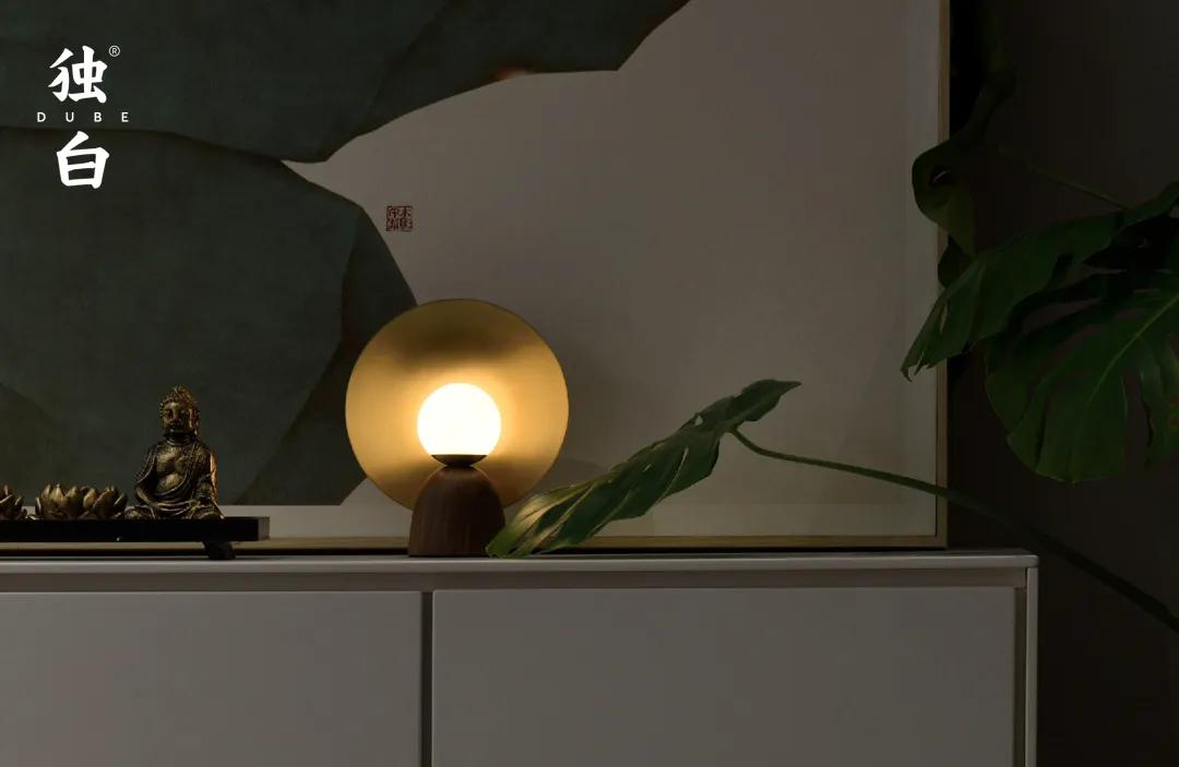 独白 | 一盏台灯,撑起一片明亮小天地