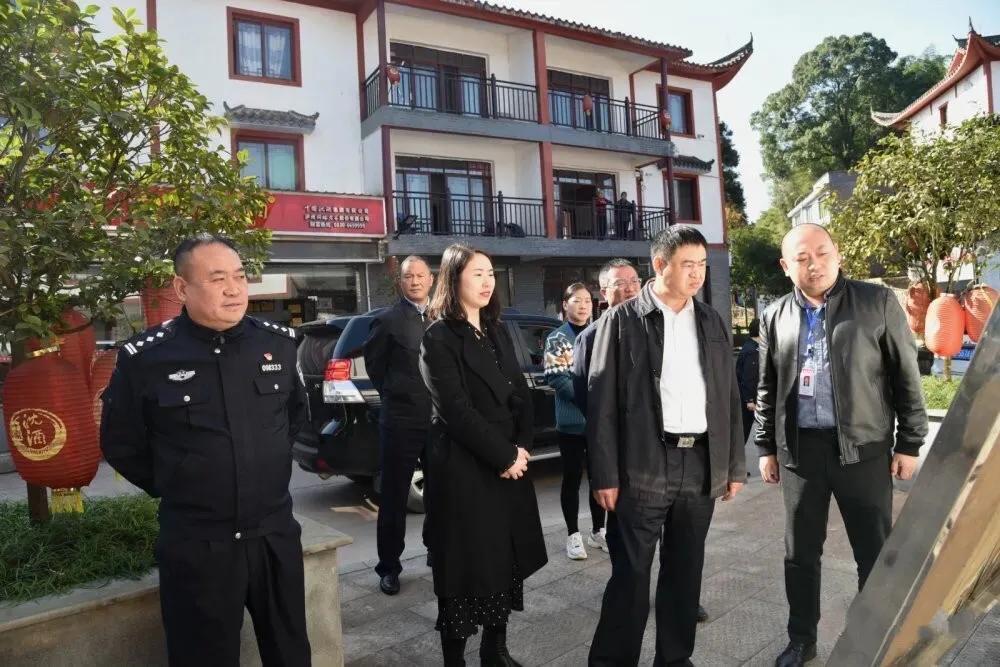 泸州市副市长何绍明率队调研中国沈酒庄景区