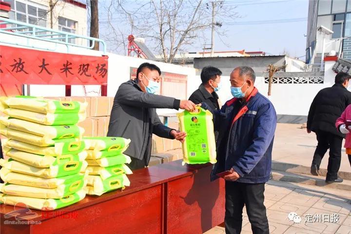 定州这个村,免费为全村923名60岁以上老人送大米!