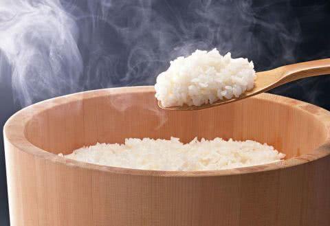 常吃的米饭也是有方法的 这样做出来得饭飘香四溢 美食做法 第1张
