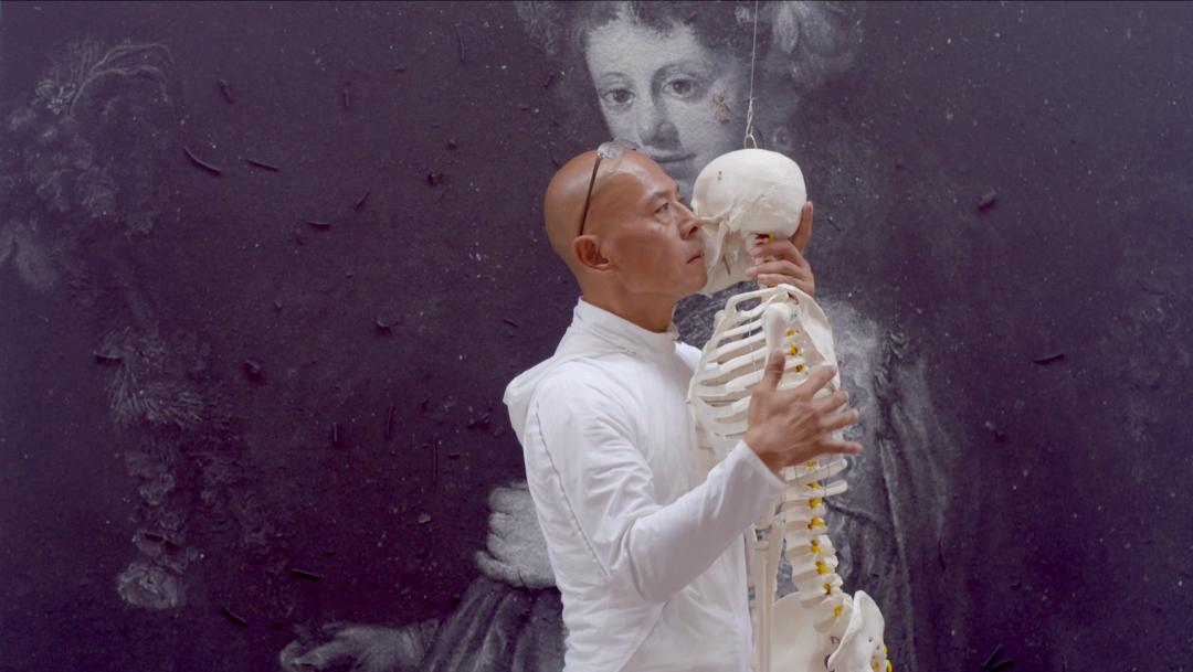 一个河南人展示极限身体,做尽疯狂事,成首位在冬宫做展的中国人