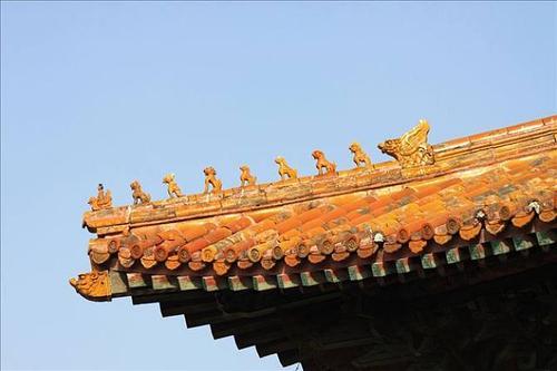 故宫房檐上面,为何会有个老人排在龙前面?这个老人是什么寓意?