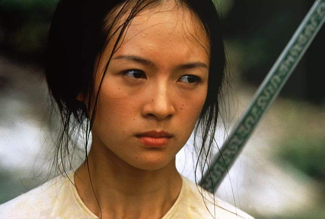 42岁章子怡演13岁少女遭炮轰,本人亲自回应