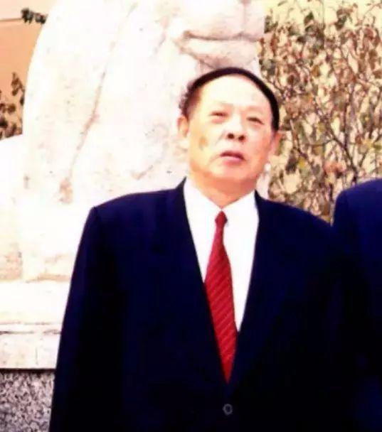 毛泽东亲侄毛岸成:为隐去父辈光环改姓,靠自己成导弹行业001