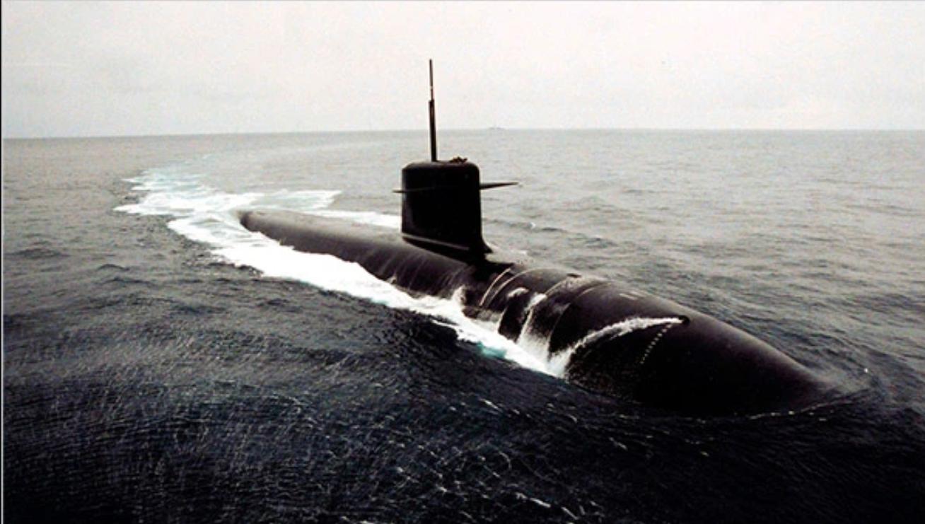 """""""我们的核潜艇撞上了集装箱?""""记2009年英法核潜艇相撞事故"""