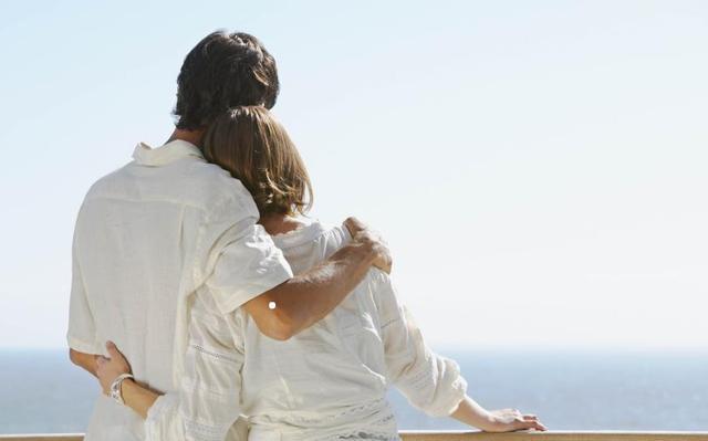 """两个有家庭的人相爱了,还放不下,需要想清楚""""四个问题"""""""