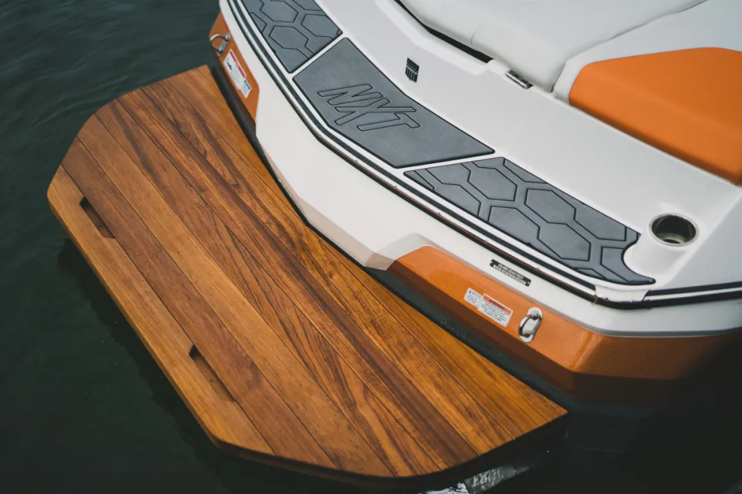 近7米长的MasterCraft NXT22滑水艇,激起夏天的快乐