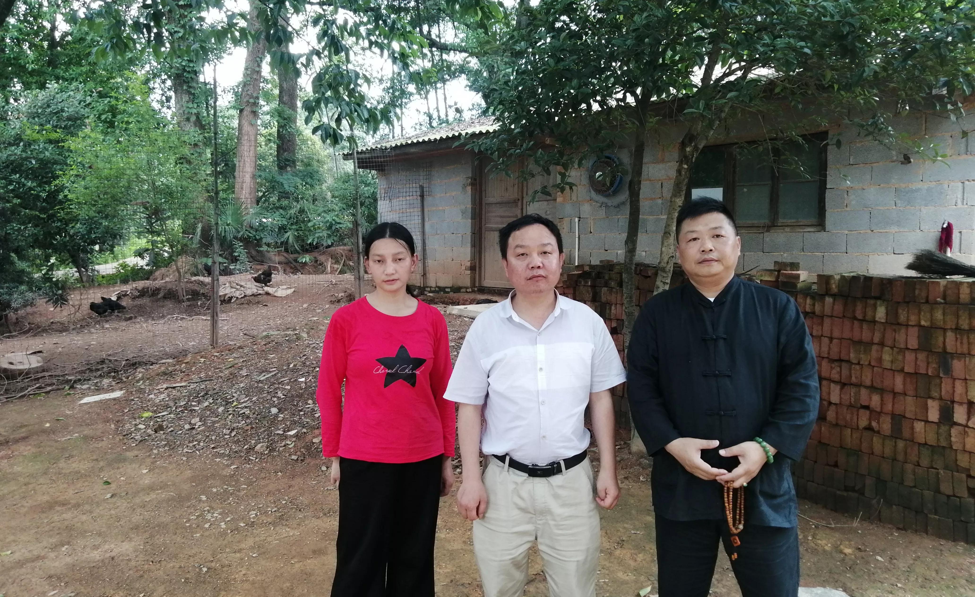 张国旺和他的齐眉五黑鸡
