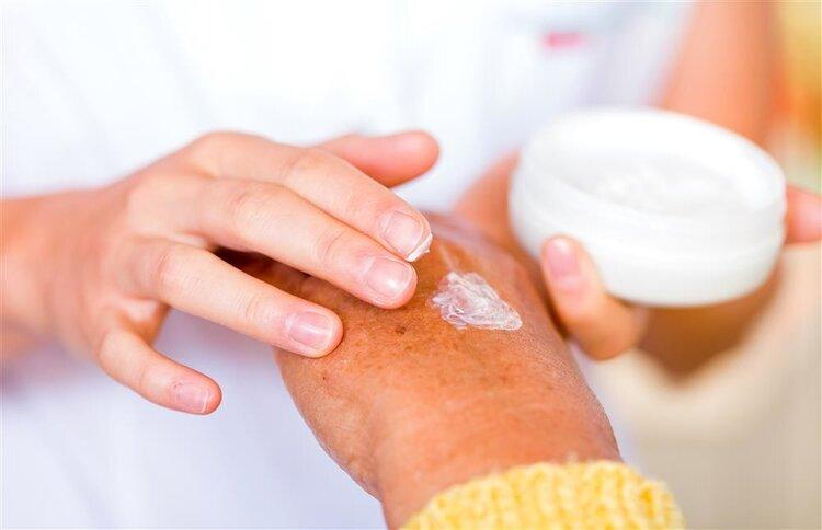 家庭常备的红霉素软膏,还有美容护肤的功效?到底是真的吗?