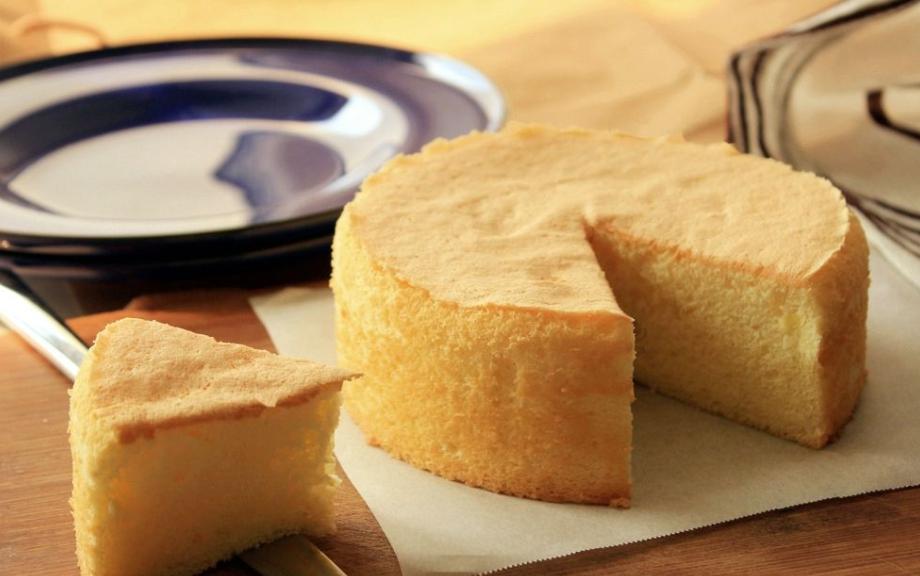 蛋糕在家就能轻松做,不加任何添加剂,五个鸡蛋就搞定,香甜软糯 美食做法 第12张