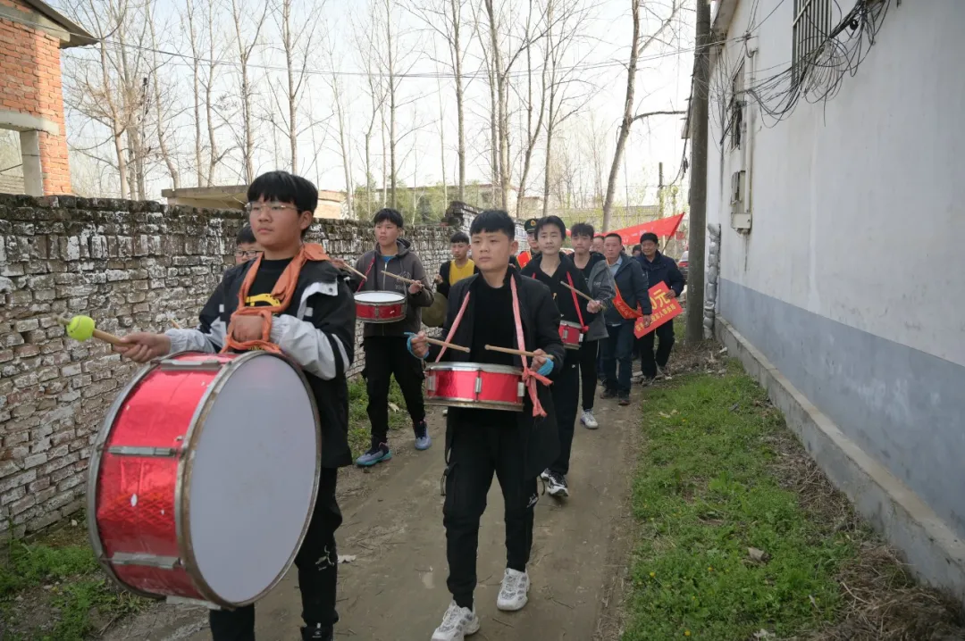 武警<a href=http://www.cngansu.cn/ target=_blank class=infotextkey>甘肃</a>总队<a href=http://www.cngansu.cn/news/shizhou/lanzhou/ target=_blank class=infotextkey>兰州</a>支队与驻马店市遂平县相关部门为立功战士送喜报