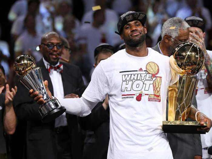 過去十年的詹姆斯有多強?柯瑞和杜蘭特都是流星,而他基本等同於NBA!-籃球圈