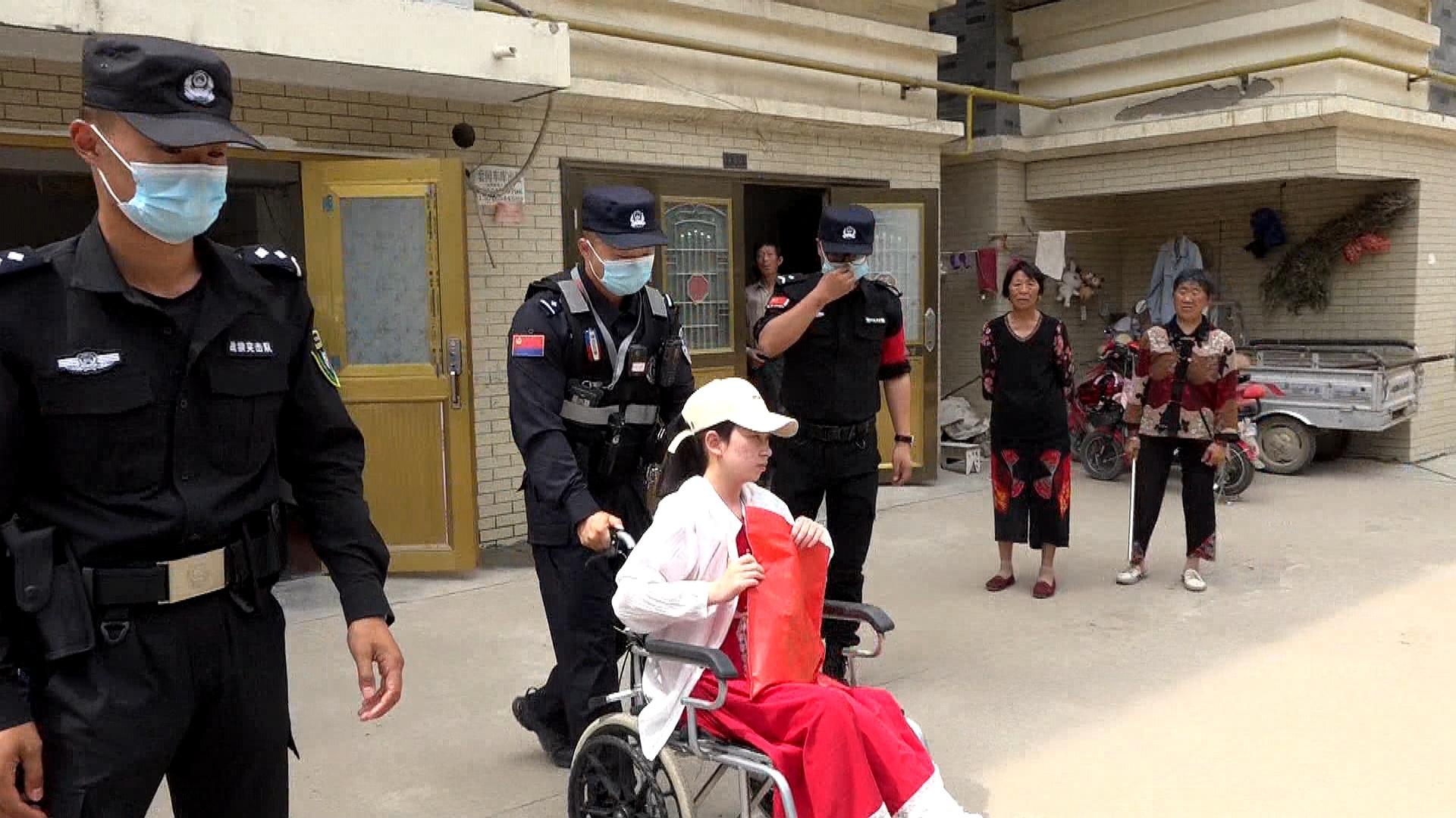 高考生腿部受伤 江苏盐城响水特警专车接送进考场
