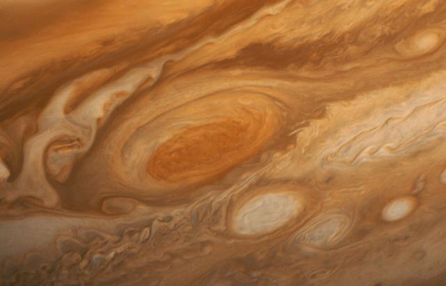 海王星上真的有比地球还大的坑,以及太阳系最极端的天气吗?