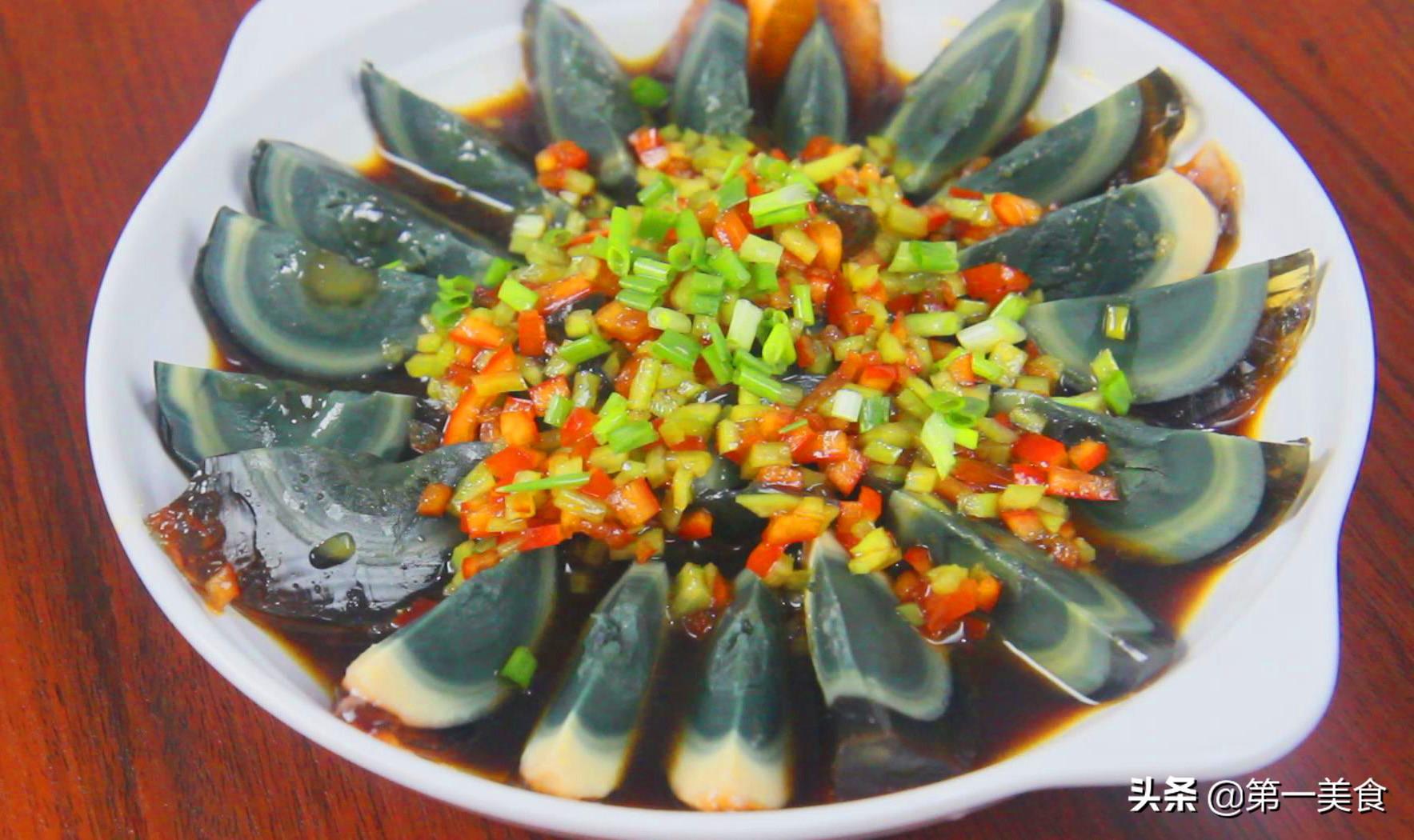 双椒皮蛋这样做,超级好吃,夏天清爽开胃,做法简单 美食做法 第6张