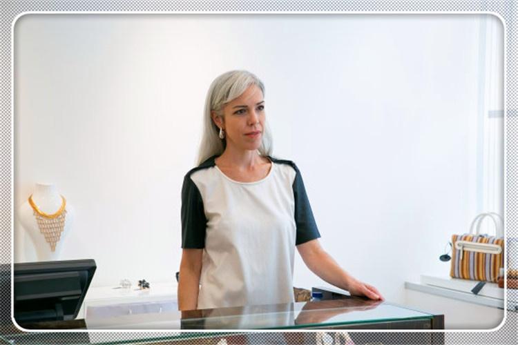 50岁的夫妻俩,想开一个实体店维持生计,有哪些好的项目选择?