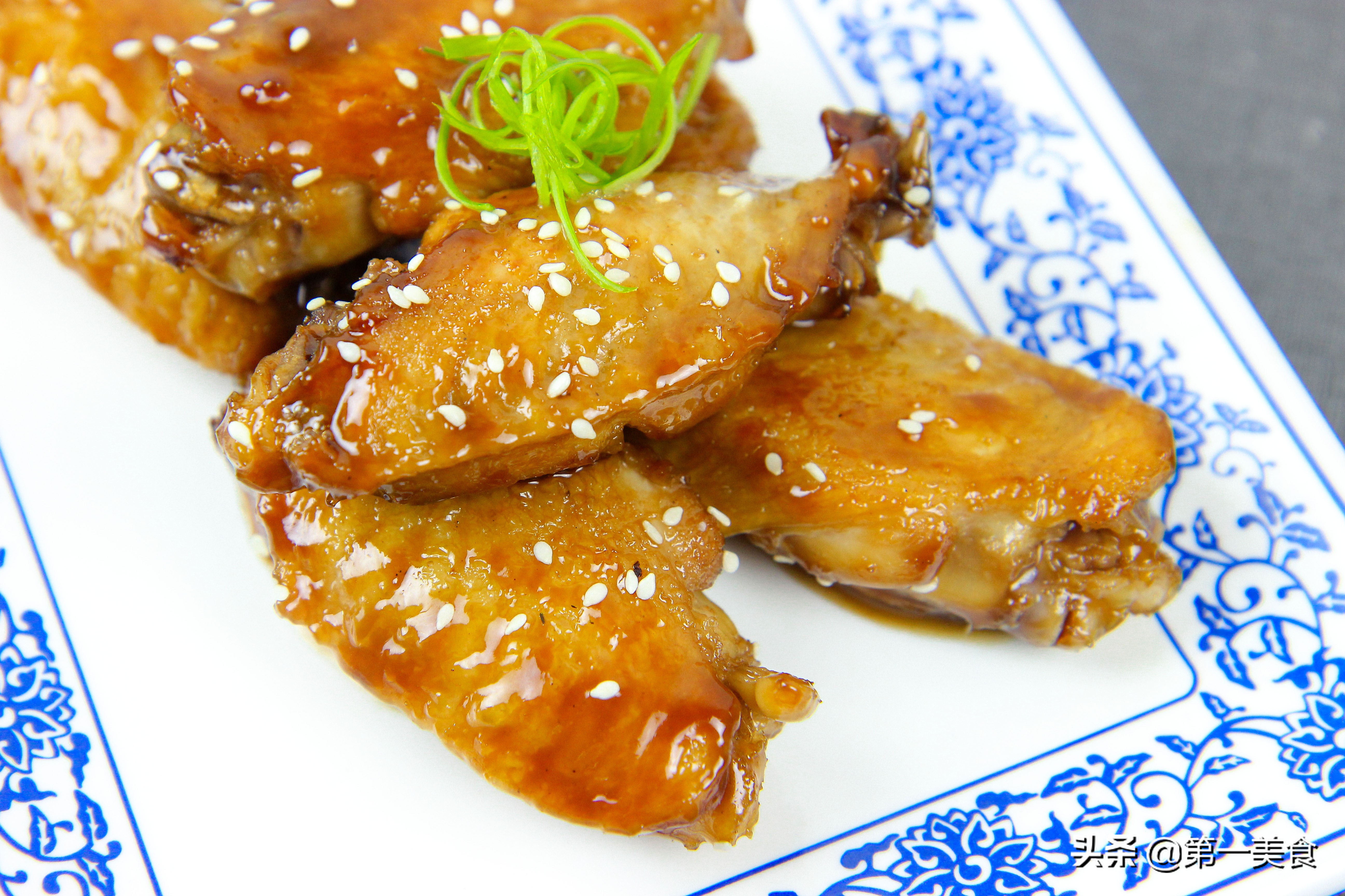 """可乐鸡翅""""的做法,香浓滑嫩,软烂脱骨,好吃不油腻 美食做法 第1张"""