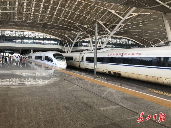 """坐着高铁看中国,援鄂医疗队员""""回到""""武汉,感受这座城市的人间烟火"""